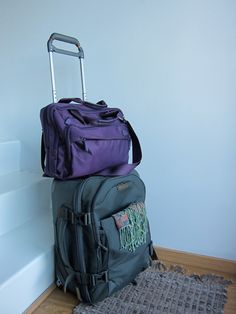 How to pack lightly - fit 3 months of travel clothes and accessories (& tech) into 1 suitcase and a laptop bag!