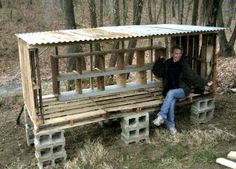 chicken coop made from 5 wood pallets