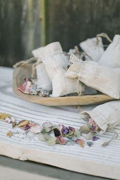 DIY: Confetti Flower Petals toss idea, dried flowers, toss bag