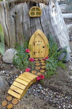 Fairy house on the tree stump in back?