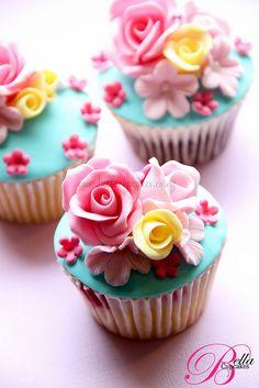 Bella Cupcakes:  Rose Garden