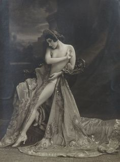 regardintemporel:  Anonyme - Nu drapé, ca. 1925