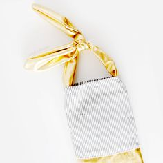 This cute color blocked bag looks like it's dipped in gold and is super simple to make!