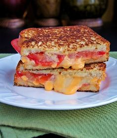 I have to admit it, I still adore a great grilled cheese sandwich. So glad I came across this Tomato Bacon Swiss Grilled Cheese.