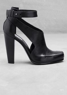 Leather sandal pump