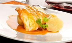Receta de bacalao a la gallega con patatas cocidas y un aliño de ajo y pimentón. #bacalao #alagallega