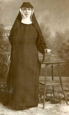 BenedictineFerdinand nun vintage