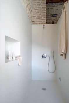 bathroom | white & bricks