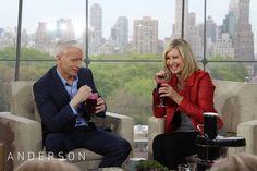 Anderson tries Olivia Newton-John's #recipe for a Kale, Apple and Beet juice. #AndersonEatsKale