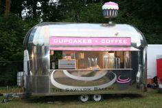 cupcake mobile shoppe... I'd love to buy coffee here! (And cupcakes for my kiddos)