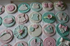 cupcak, vintage shabby chic, holli sweet, chic babi, baby shower treats, baby cookies, shower idea, babi shower, baby showers