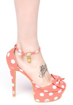 Love the concept but would want less of a heel an no platforms sexy spotted heels. #pinup #fashion