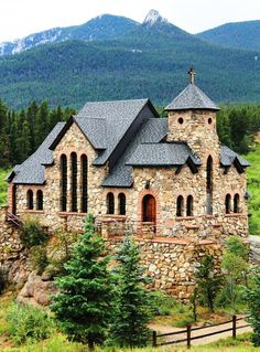 seen this little mountain church in Estes Park, Co. and absolutely loved it!!