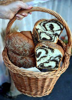 romanian food - cozonac