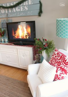 The Happy Housie- Living and Dining Room Christmas Tour - lots of DIY Christmas ideas, projects, and crafts
