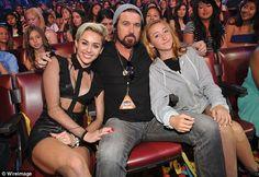 Celeb Diary: Miley Cyrus @ 2013 Teen Choice Awards