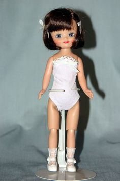 2006 - Classic Dots Betsy McCall - Brunette   Made by Tonner Doll Company   Regular Line Doll