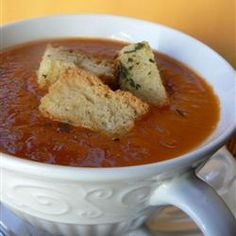 Garden Fresh Tomato Soup ~ a simple homemade soup made with fresh ripe tomatoes from the garden. soups, garden tomatoes recipes, garden fresh, slow cooker recipes, fresh tomato soup, garlic bread, gardens, fresh tomatoes, yummi