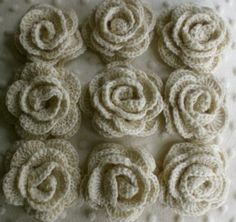knitted flowers, with tutorial