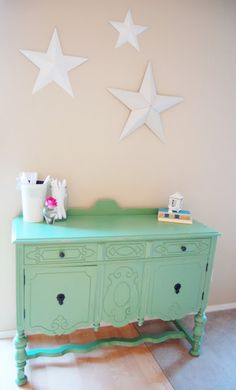 love this color of spray paint #paint furniture #repaint