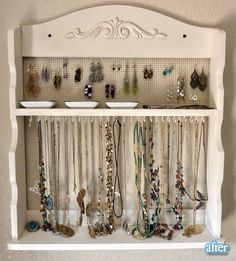 love this DIY jewlery organizer!
