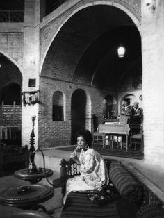Firooz Zadehi, Elizabeth Taylor with hookah at tea house in Shiraz, Iran, 1976,