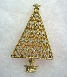 Vintage Rhinestone Christmas Tree Brooch Pin Crystal Gold Tone.