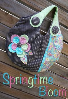 Springtime Bloom - by Melly and Me - Bag Pattern - $15.00 : Fabric Patch, Patchwork Quilting fabrics, Moda fabric, Quilt Supplies, Patterns