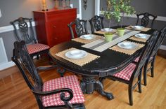 Caual dining room with pops of red