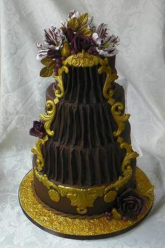 OMG Loving this Theater Wedding Cake