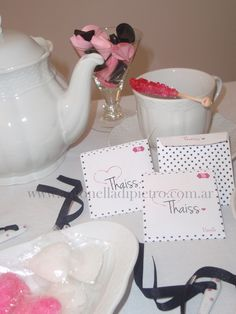 Baby Shower polka dot. Detalles personalizados. Tea Time. http://antonelladipietro.com.ar/blog/2012/03/tea-shower-part/