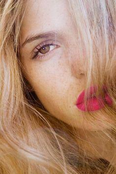 pop of (hot) pink via Vour du Jour