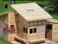 Pallet House built for refugees and disaster victims... if I were independantly wealthy I would help communities rebuild!