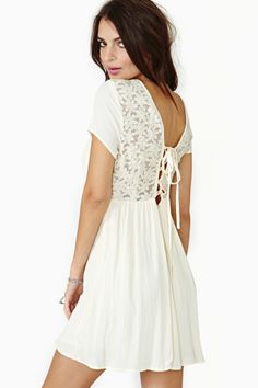 Laced Daisy Dress - This would have been PERFECT for graduation!