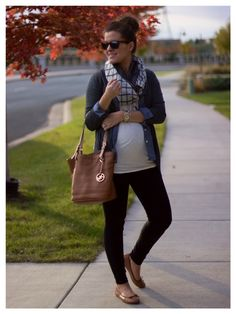 classic layers for a perfect fall style: basic tee, chambray shirt, cozy sweater, scarf, skinnies & flats. works great for a maternity or non- maternity style!