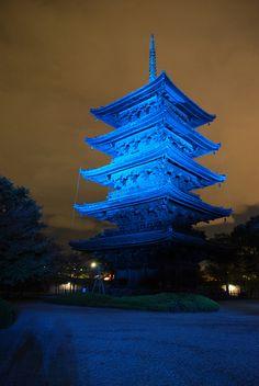 BlueLightUp_Kyoto_Toji by international diabetes federation, via Flickr