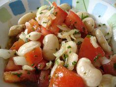 Ensalada de Porotos con Cebolla....(Has beans, onion, paprika, lemon, salt and parsley)