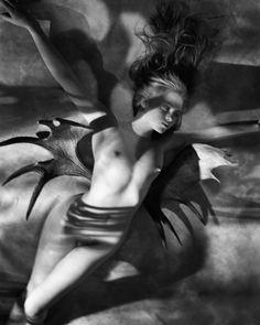 photographi inspir, experiment photographi, favourit photograph, bodi art, 1986 nude, georg holz, dark place, antler wing, helmut newton