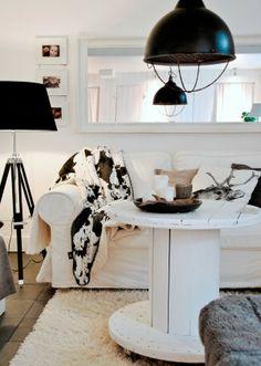 Veelzijdig landelijk interieur met neutrale kleuren en een touch van industrieel design. #landelijk #interieur