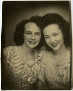 Adore the matching dresses and similar hairstyles of these two young 1940s women. #vintage #women #beautiful #clothing #1940s #forties #fashion #dress #photo_booth
