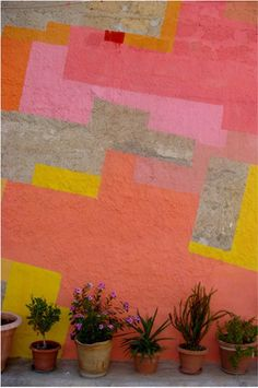 outdoor mural. love those colors! Like the simplicity of this. Seems easy enough to do. And could look fabulous in a garden. Perhaps on one of the fences or trellis.