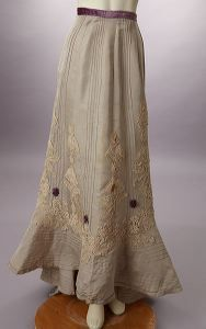 lovely 1910 skirt.