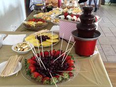 Mesa de snak...aqui tenemos una Fuente de chocolate!