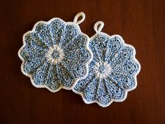 Ravelry: DorotheaAmelia's Scalloped Potholders     I made these as part of a housewarming/late wedding present for my brother Oscar and his wife Christine.