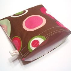 Pink Circles Sandwich Sak - Reusable, Stylish, Eco-conscious. $7.50, Via Etsy.