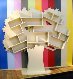 Tree-shaped bookcase
