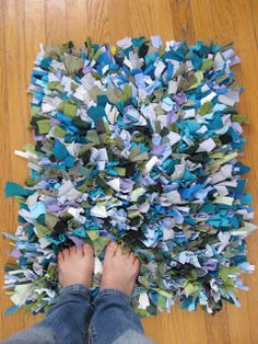 t-shirt shag rug tutorial #yard sale #garage sale #tag sale #recycle #upcycle #repurpose #redo #remake #thrift #www.theyardsalelady.com
