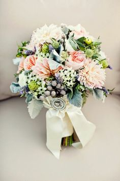 Ramo de novia natural con inspiración vintage - Foto Mimosa Flower Studio