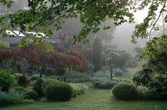 A Secret Garden: Beauty in the Berkshires Gardenista.  Hermoso!!!