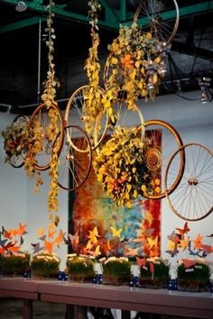 floral centerpieces, bicycles, idea, hanging decorations, window displays, bicycl wheel, wheels, old bikes, themed weddings
